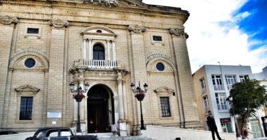Fachada principal de la Iglesia Mayor de San Juan Bautista